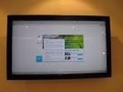 Sàn giao dịch BĐS dùng máy tính all in one màn hình cảm ứng cho tra cứu thôngtin